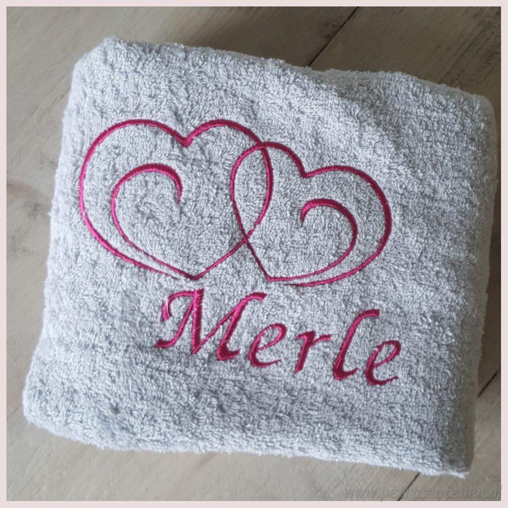 Badhanddoek met naam geborduurd